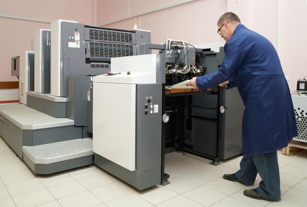 working-offset-printer_1398-697